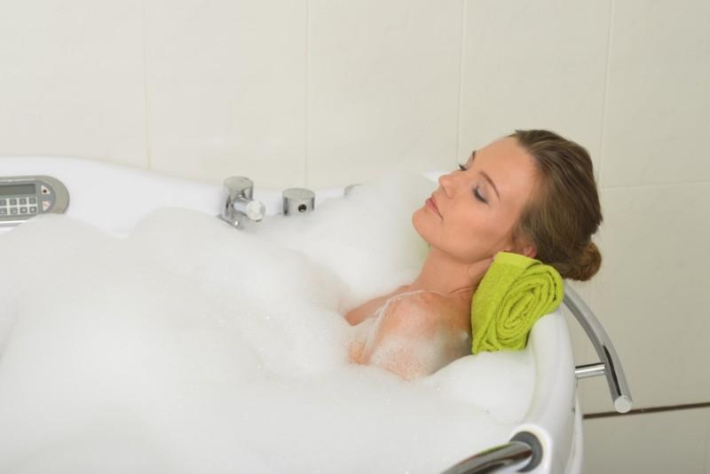 腰痛でも大丈夫! 腰に負担をかけないお風呂の入り方は?