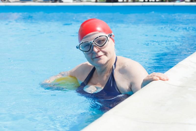 プールで腰痛のリハビリ!水中運動は正しい方法で!