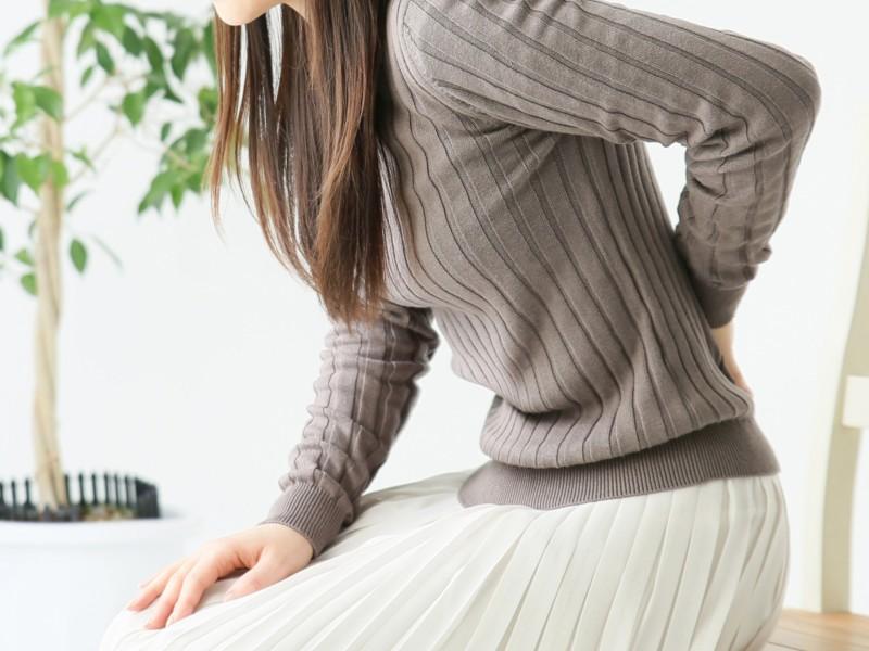 自力での姿勢矯正は難しい! まずはクッションや椅子でサポートを