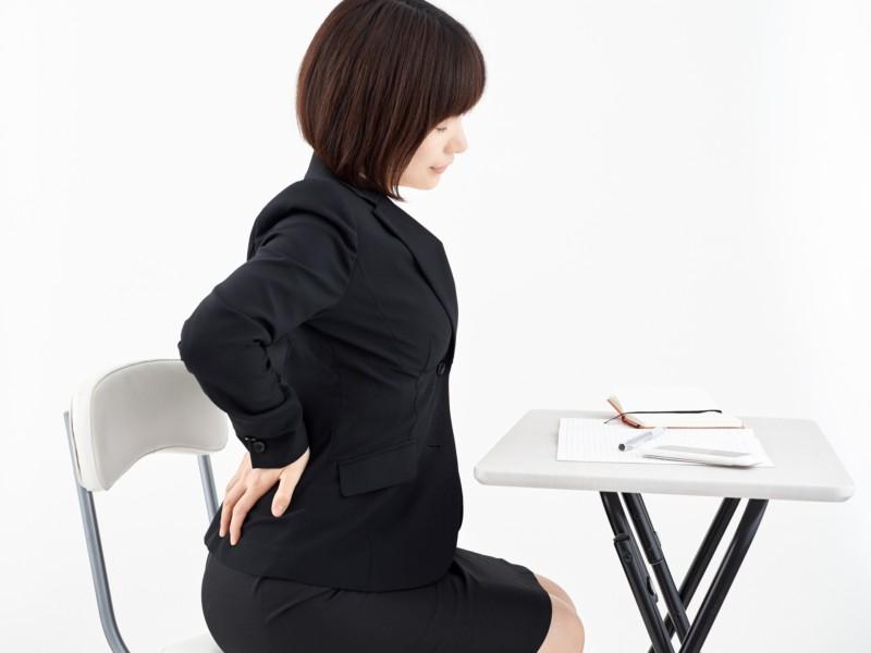 腰痛を起こさない正しい座り方は?