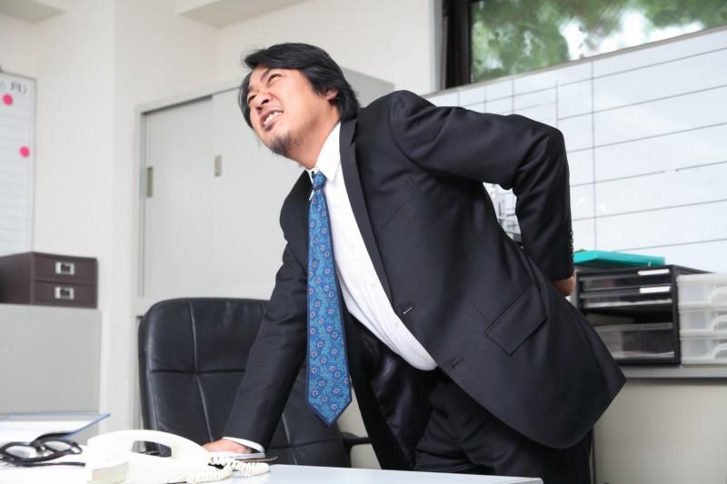 椅子に座ったまま簡単ストレッチと体操!オフィスでの腰痛対策に